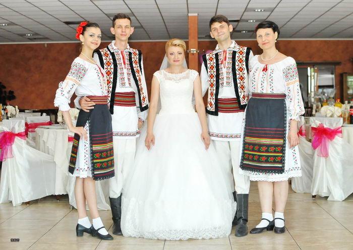 Dansatori moldovenii cumetria Torino Italia nunta botez